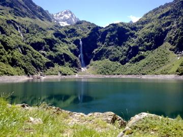 Cascade du lac d'Oo